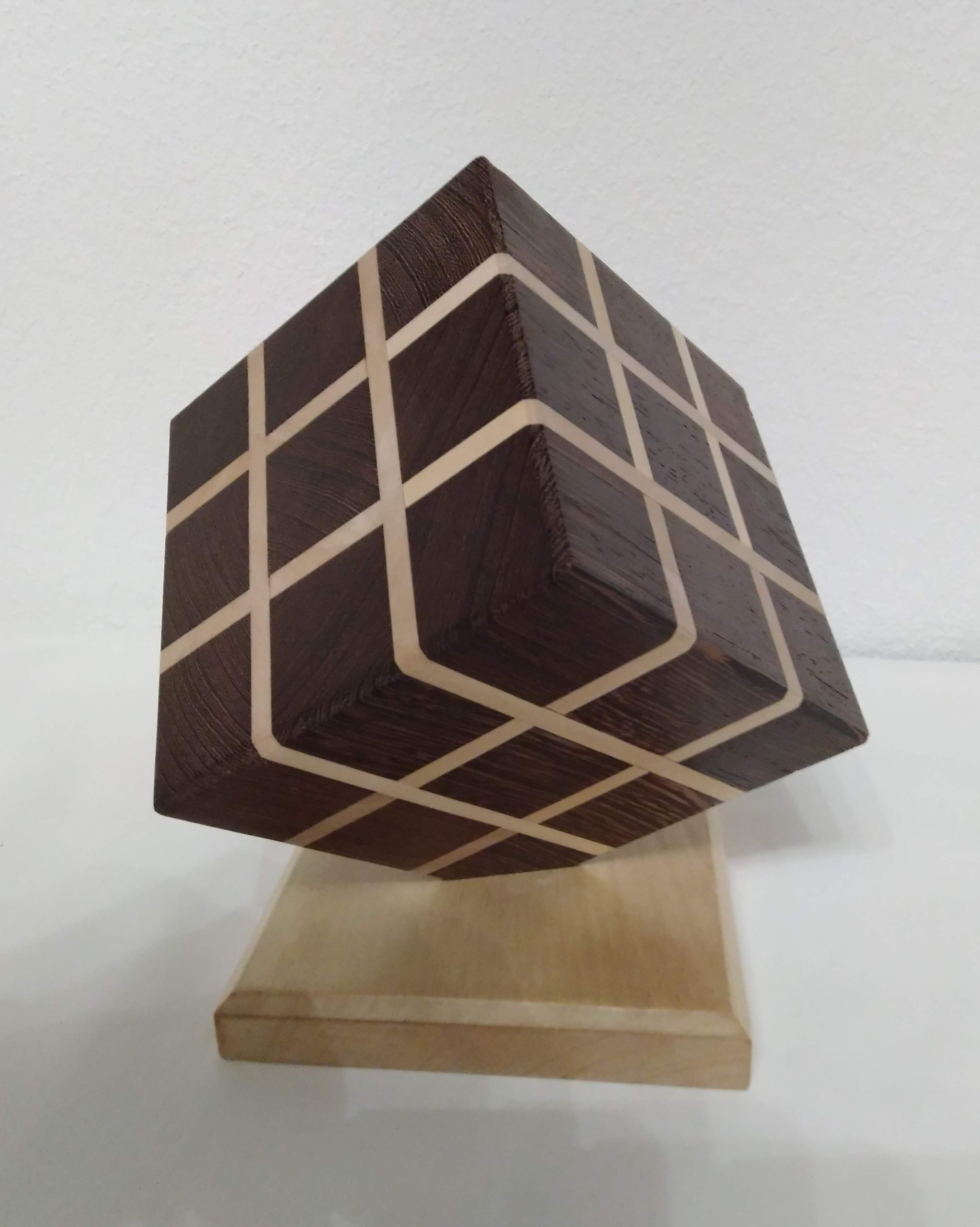 cube posé sur sommet